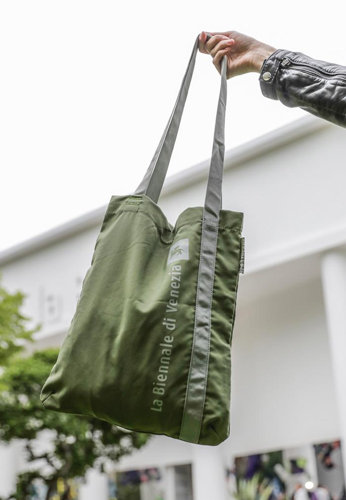 shopper_ecosostenibile_tucano_ottenuta_da_tessuto_riciclato_dalla_plastica